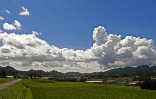 23.7.29那湯の雲.jpg