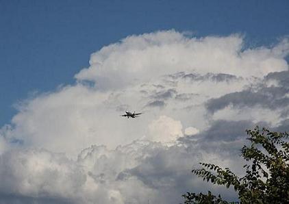 a0104970_0415634飛行機と雲.jpg